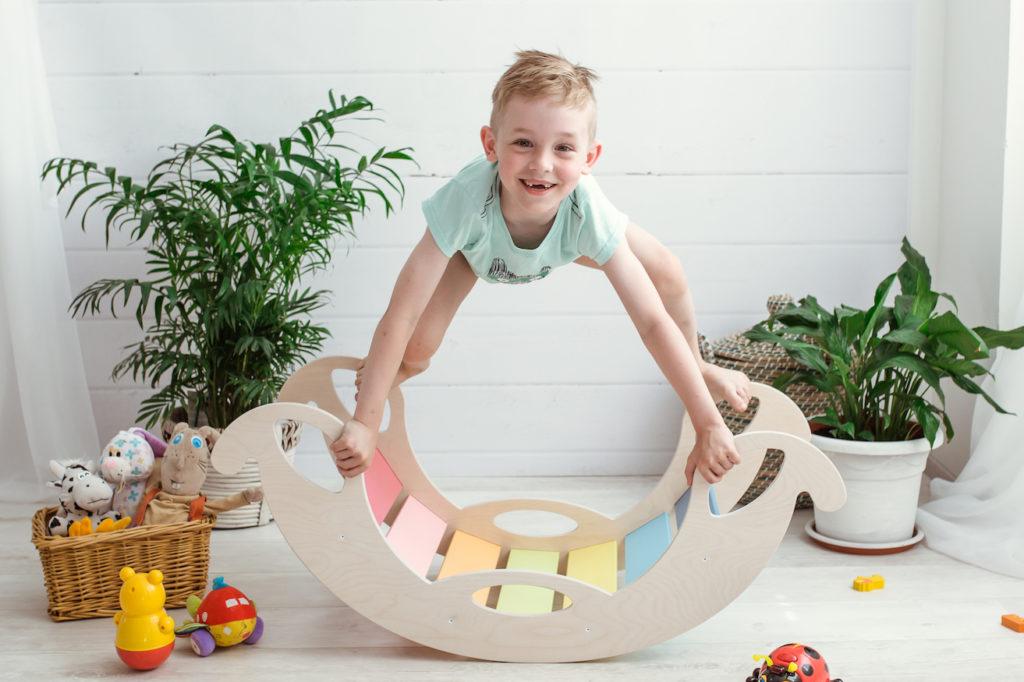 puidust lastekiik värviline londiste