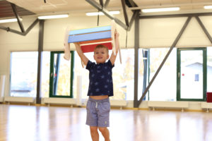 arendav lastekiik tuppa