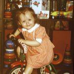 tüdruk ja jalgratas